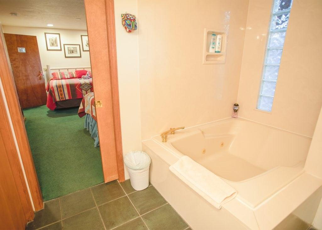 sedona jacuzzi tub room